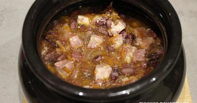 Красная фасоль с курицей в горшочках Рецепт