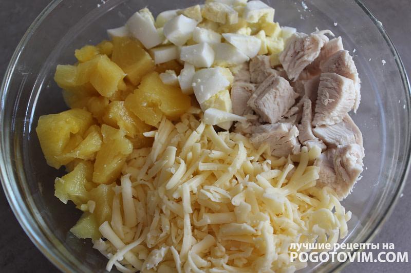 Очень сытный салат курицей и ананасами Рецепт
