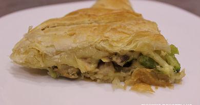Слоеный пирог с курицей, шампиньонами и брокколи Рецепт