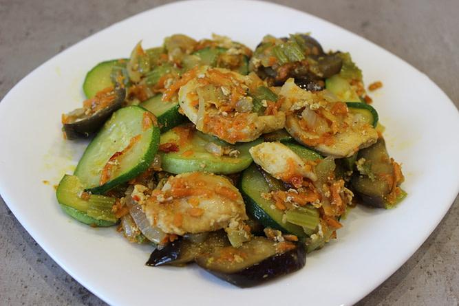 Овощное рагу с сельдереем и куриным филе рецепт