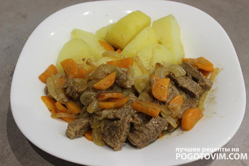 Тушеная нежная говядина с морковью и луком Рецепт