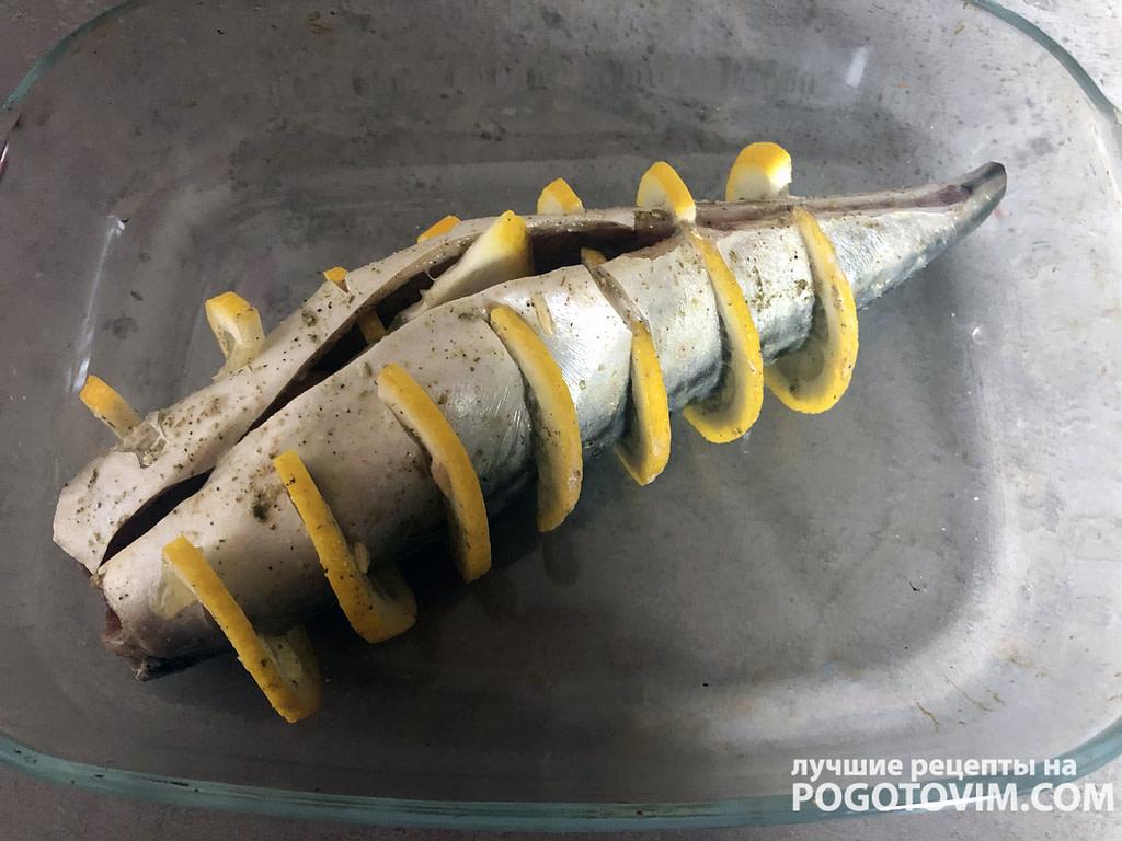 Скумбрия с лимоном или лаймом в духовке рецепт