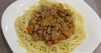 Спагетти с фаршем и помидорами Рецепт