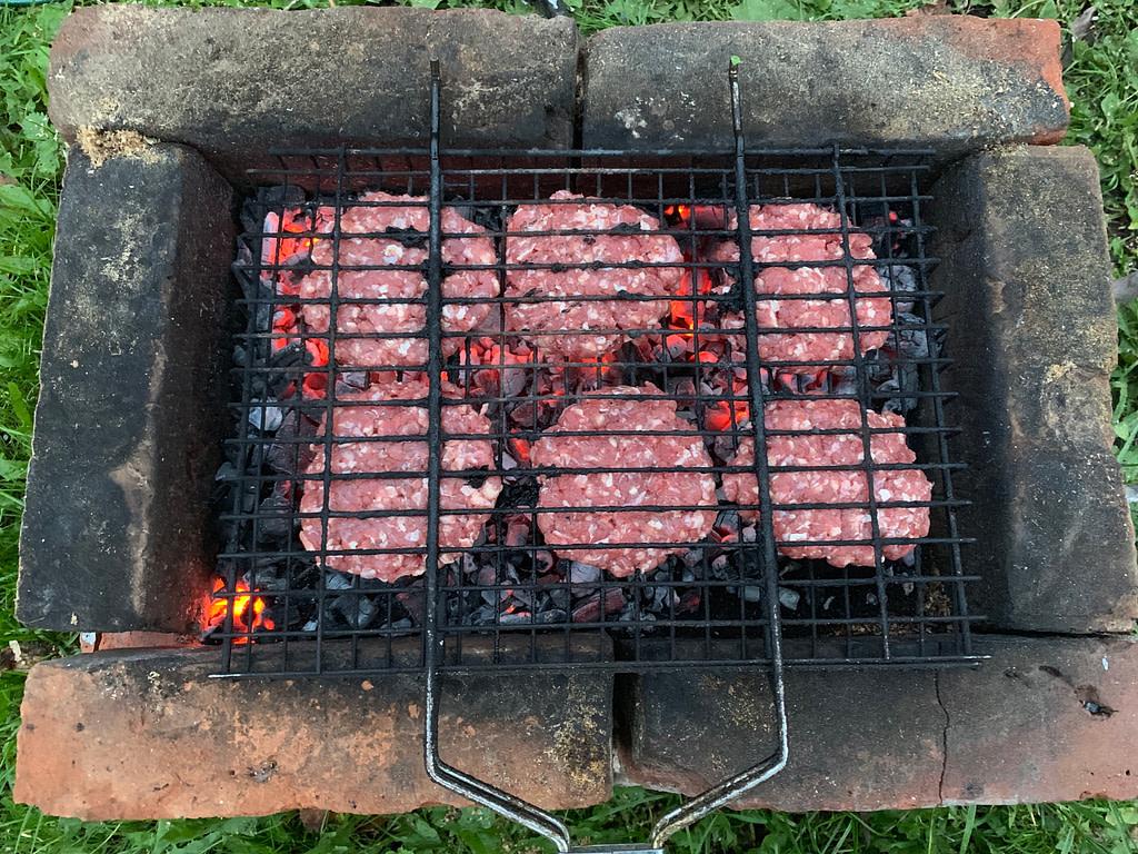 Котлеты на углях, бургеры на мангале рецепт