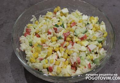 Салат с крабовыми палочками с кукурузой и рисом рецепт