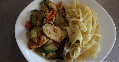 Овощное рагу с куриным филе и макаронами рецепт