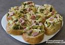 Горячие бутерброды c ветчиной, огурцом и сыром